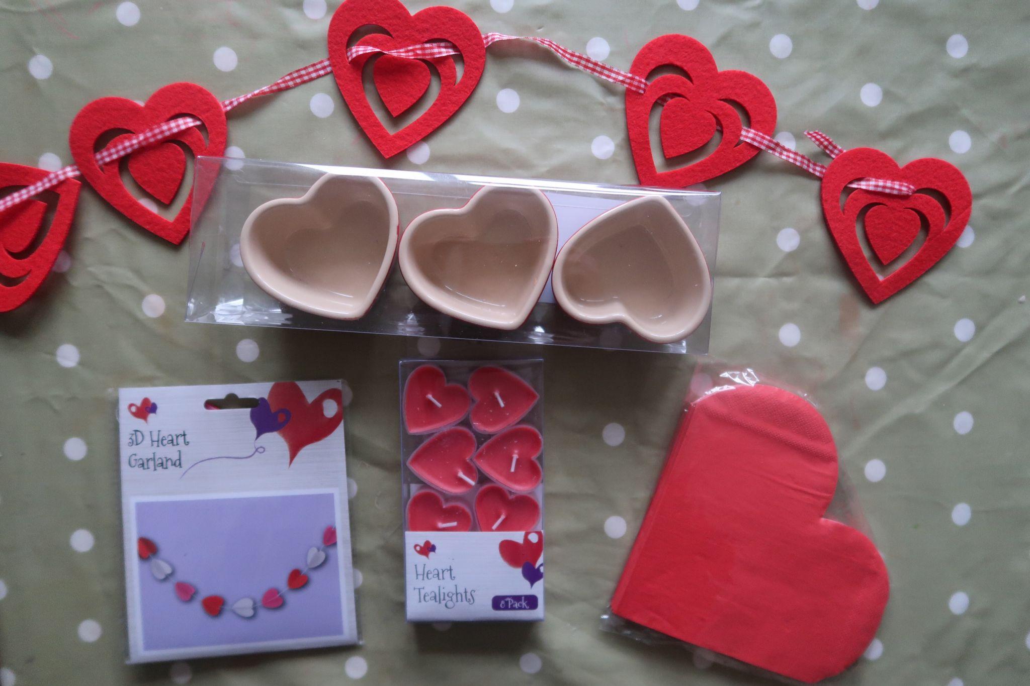 hearts bunting, heart pots, candles ad napkins