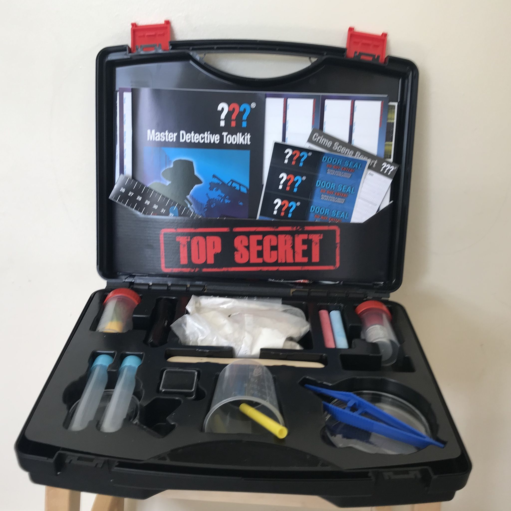 contents of a spy case