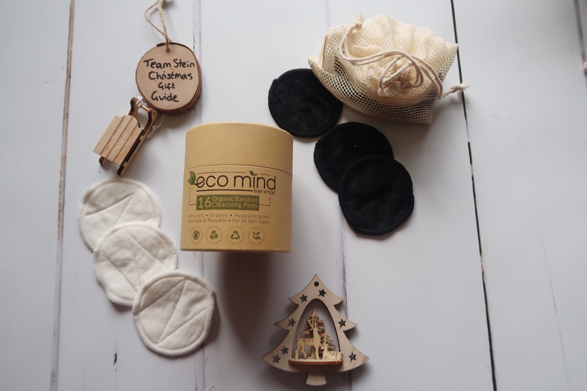 bamboo cleansing pads with cardboard packaging