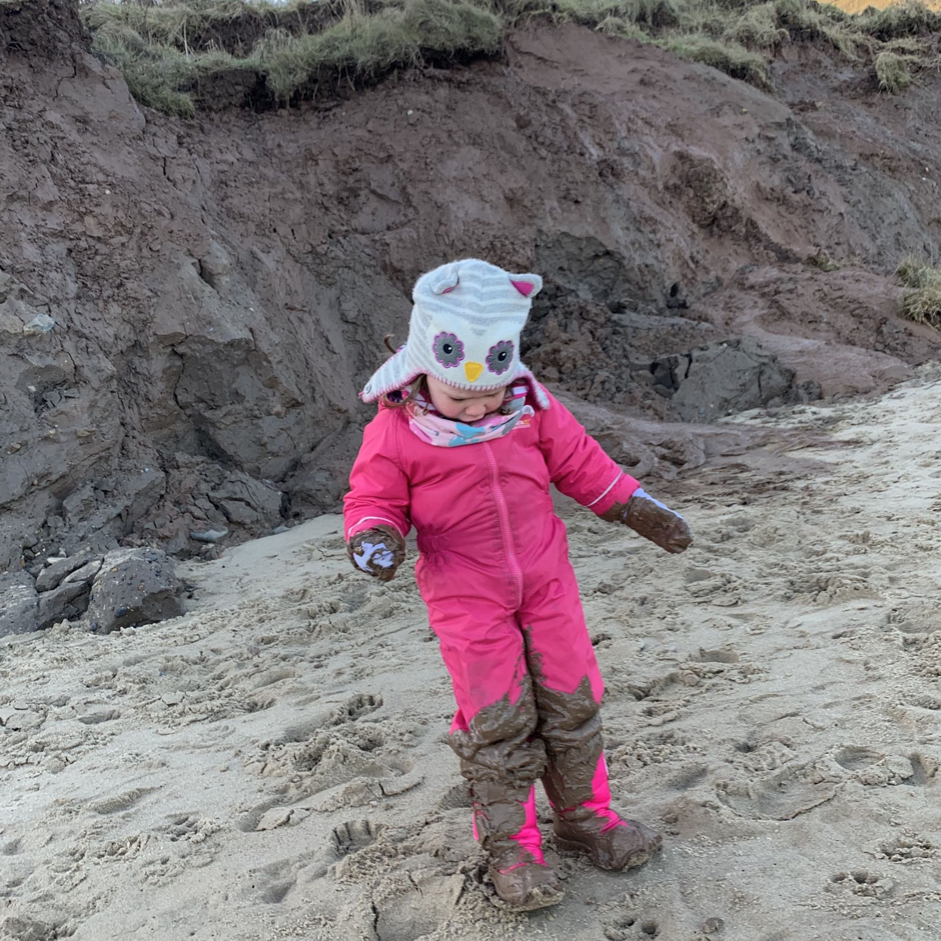 Last living arrows with a girl covered in sand