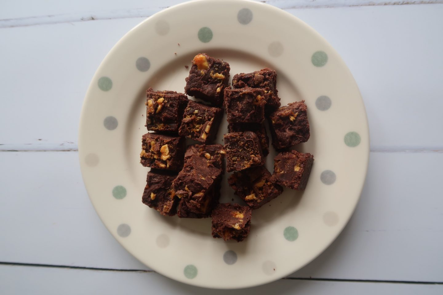 slow cooker fudge recipe of crunchie honeycomb fudge