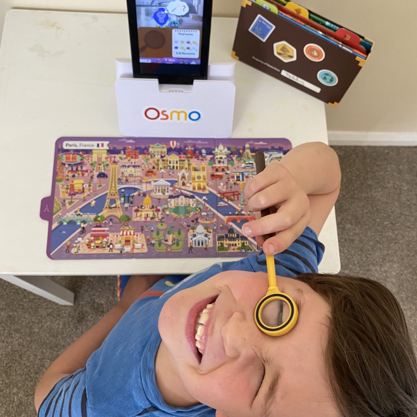 Osmo review and Osmo detective agency play with a boy looking through a magnifying glass