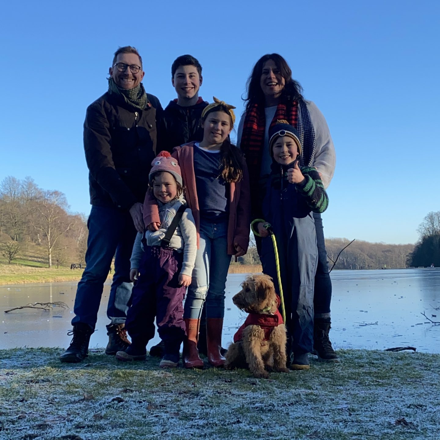Happy New Year with a photo of a family of 6 and a dog in front of a frozen lake